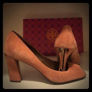 Gorgeous suede Tori Burch pumps & gold heel accent